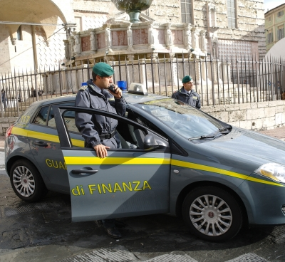 GDF Perugia sequestra prodotti accessori a tabacchi da fumo
