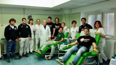 Solidarieta': donano sangue i Draghi de La Supergomma Terni Rugby