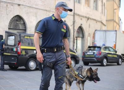Piano antidroga GDF Perugia in centro storico e davanti a scuole