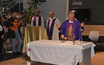Cardinal Bassetti in visita alla Centralcar: il lavoro dell'uomo è sacro